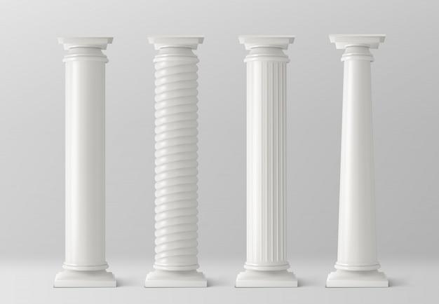 Antieke kolommen die op witte achtergrond worden geplaatst Gratis Vector