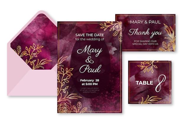 Aquarel bourgondië en gouden bruiloft briefpapier set Gratis Vector