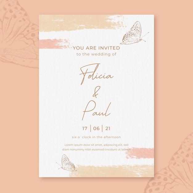 Aquarel bruiloft uitnodiging met bloemen en vlinder Gratis Vector