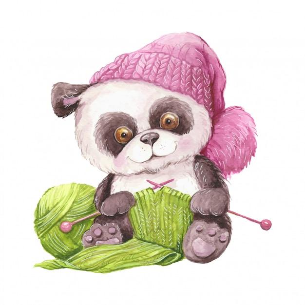 Aquarel schattige cartoon panda in een gebreide muts met een bal van garen en breien. Premium Vector