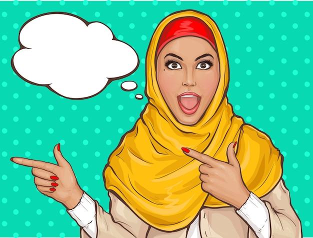 Arabische vrouw in hijab wijzen Gratis Vector