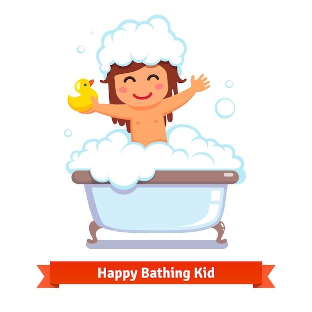 Baby meisje met bad met eend speelgoed en bubbels Gratis Vector