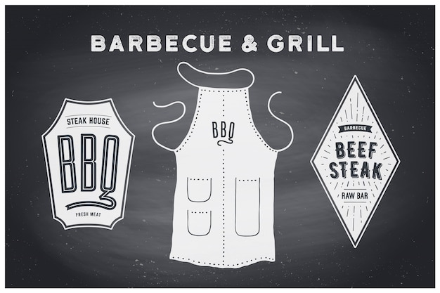 Barbecue, grill set. poster bbq-diagram en -schema - barbecue-grillgereedschap. set van bbq-spullen, schort, merklabel, logo van steakgrillhouse. zwart schoolbord, getrokken hand, krijt. illustratie Premium Vector
