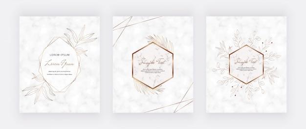 Bedek marmeren kaarten met gouden geometrische veelhoekige lijnenframes en bladgoud Premium Vector
