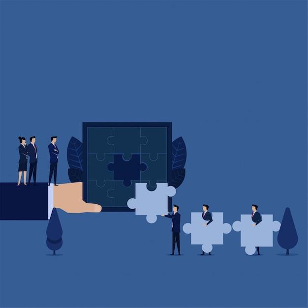 Bedrijfsleider zoekmedewerker die puzzelmetafoor kan oplossen van het inhuren van een nieuwe werknemer. Premium Vector