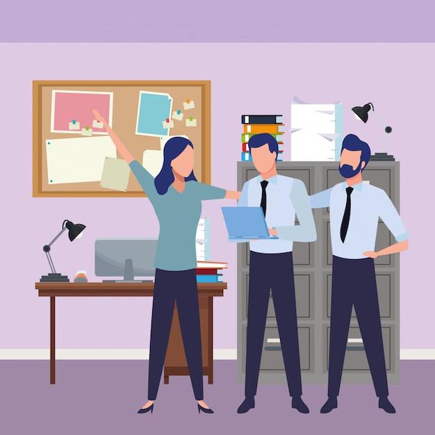 Bedrijfsmedewerkers met bureaulevering Gratis Vector