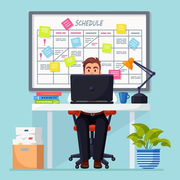 Bedrijfsmens die bij bureau werken planningsschema op taakraad. planner, kalender op whiteboard Premium Vector