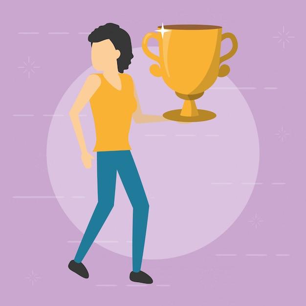 Bedrijfsvrouw die gouden trofee, vlakke stijl houden Gratis Vector