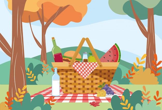Belemmer met hamburger en wijnfles met watermeloen Gratis Vector
