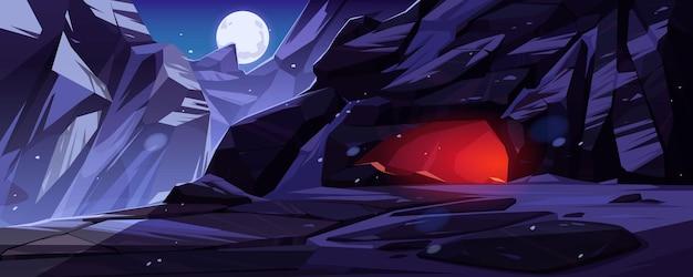 Bergen met ingang naar grot die 's nachts van binnenuit worden verlicht. Gratis Vector