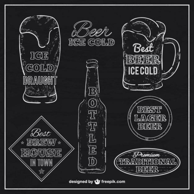 Bier etiketten met bord textuur Gratis Vector