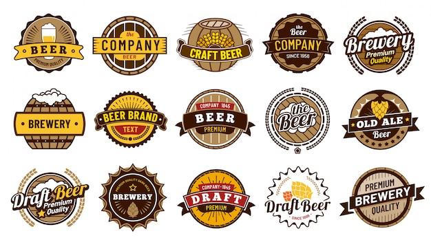 Bieretiket badges. retro bierbrouwerij, lagerbierfleskenteken en uitstekend bierembleem isoleerden vectorillustratiereeks Premium Vector