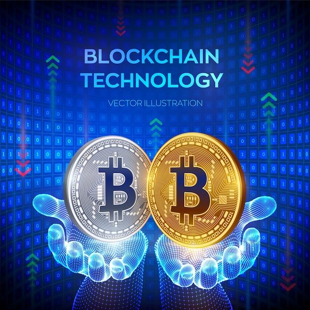 Bitcoin. gouden en zilveren munten met bitcoinsymbool in handen Premium Vector