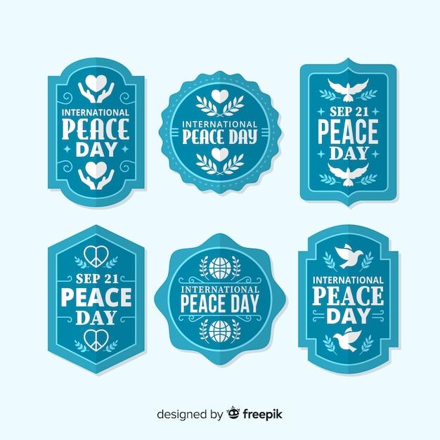 Blauwe vredesdag badge-collectie in plat ontwerp Gratis Vector