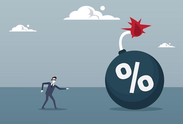Blinde bedrijfsmens die aan percentenbom komt Premium Vector