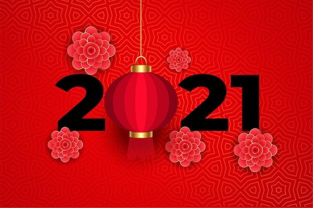 Bloemen en lantaarn op traditioneel chinees rood 2021 Gratis Vector