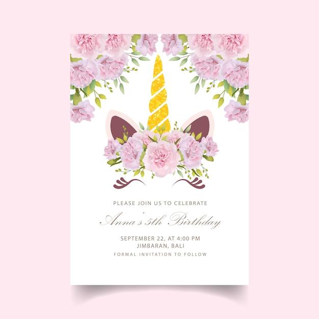 Bloemen kinder verjaardagsuitnodiging met schattige eenhoorn Premium Vector