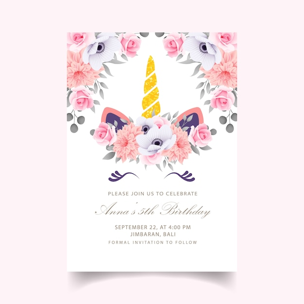 Bloemen kinderen verjaardagsuitnodiging met schattige eenhoorn Premium Vector