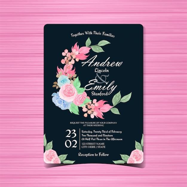 Bloemenhuwelijksuitnodigingskaart met blauwe en roze rozen Premium Vector