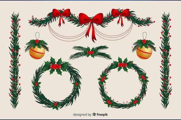 Bloemenkrans en kerstballen plat ontwerp Gratis Vector