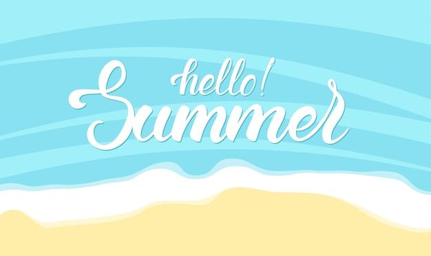 Borstel belettering van hallo zomer op oceaan strand achtergrond Premium Vector