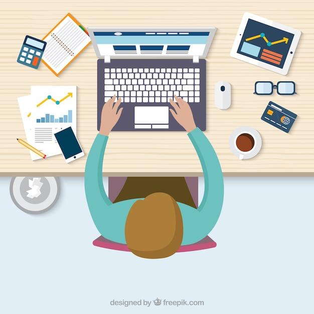 Bovenaanzicht van een man aan het werk op zijn computer vector gratis download - Decoreer zijn kantoor op het werk ...