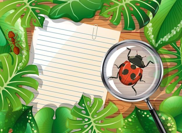 Bovenaanzicht van houten tafel met blanco papier en insecten en bladeren element Gratis Vector