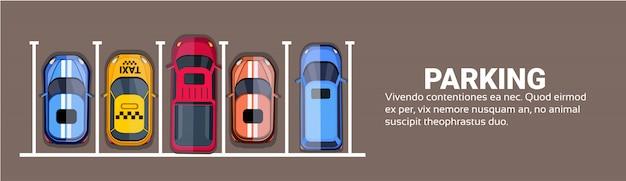 Bovenaanzicht van parkeerplaatsen van de stad met set van verschillende auto's Premium Vector