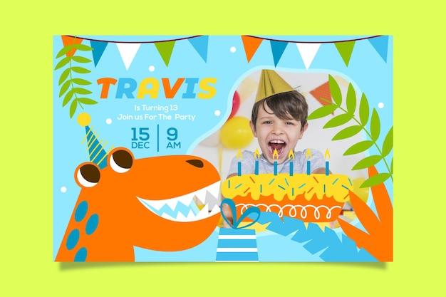 Boy's verjaardag uitnodiging sjabloon met afbeelding Gratis Vector