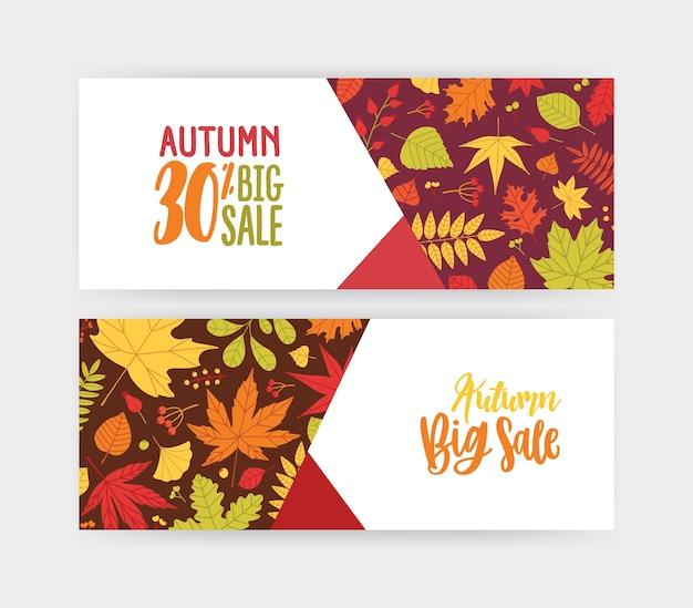 Bundel van herfstbanner, kortingsbon of couponsjablonen met omgevallen boombladeren en bessen Premium Vector