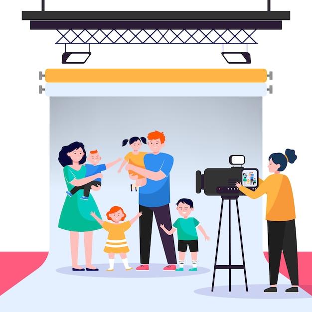 Cameravrouw die grote familiescène in studio filmt Gratis Vector