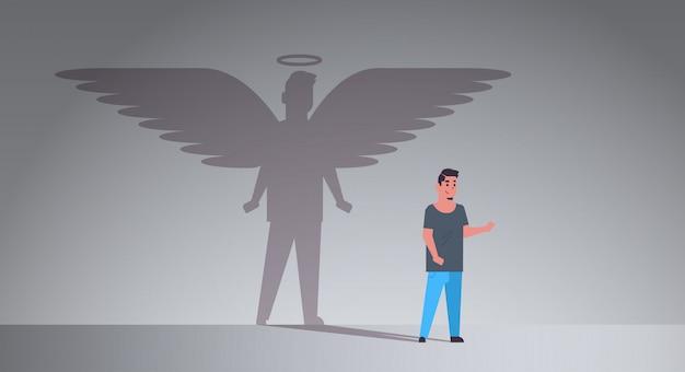 Casual man met schaduw van engel Premium Vector