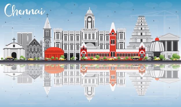 Chennai skyline met grijze monumenten, blauwe hemel en reflecties. Premium Vector