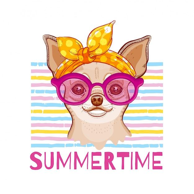 Chihuahuahond in manierhoofdband en glazen. vector schattig meisje puppy. grappige cartoon illustratie in coole hipster stijl. zomer dieren kunst. Premium Vector