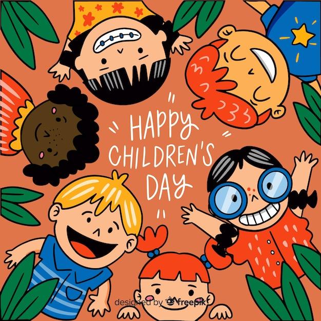 Children's dag achtergrond in de hand getekende stijl Gratis Vector