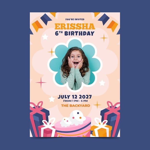 Children's verjaardag kaartsjabloon met foto Gratis Vector