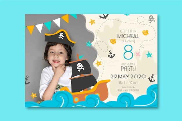Childrens verjaardagskaart sjabloonstijl Gratis Vector