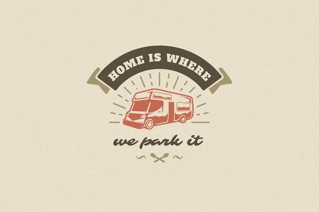 Citaat typografie zeggen met hand getrokken caravan symbool en marshmallows voor wenskaart en poster Premium Vector