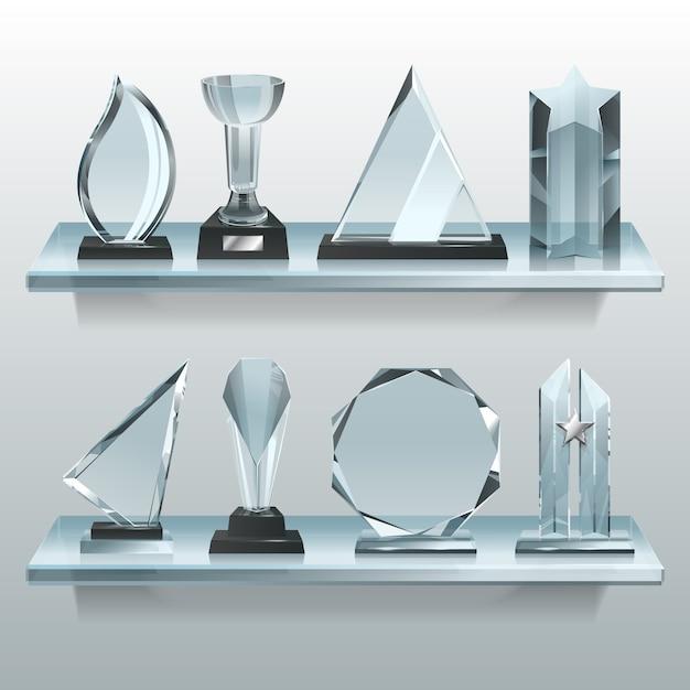 Collecties van transparante trofeeën, prijzen en winnaar bekers op de plank van glas. Premium Vector