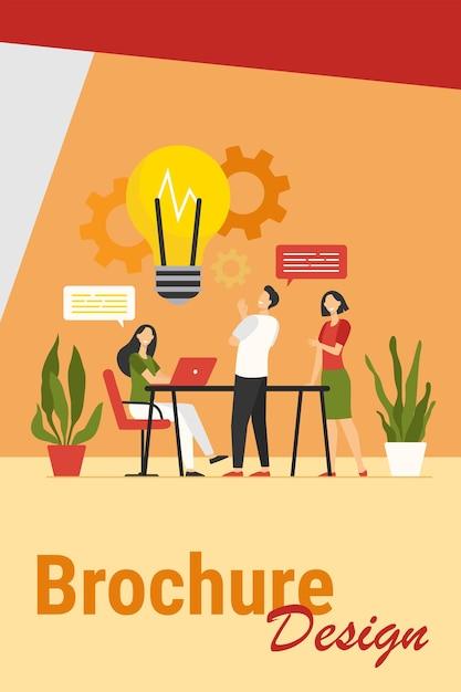Collega's delen gedachten en ideeën platte vectorillustratie. cartoon werknemers na te denken over bedrijfsproject of opstarten in team. brainstorm, vaardigheid en teamwerkconcept Gratis Vector