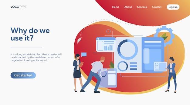 Commercieel team dat presentatiedia construeert Gratis Vector