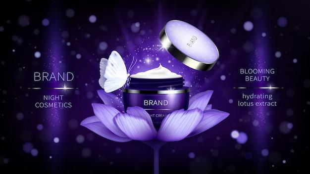 Cosmetische banner met realistische paarse open pot voor huidverzorging crème op lotus Gratis Vector