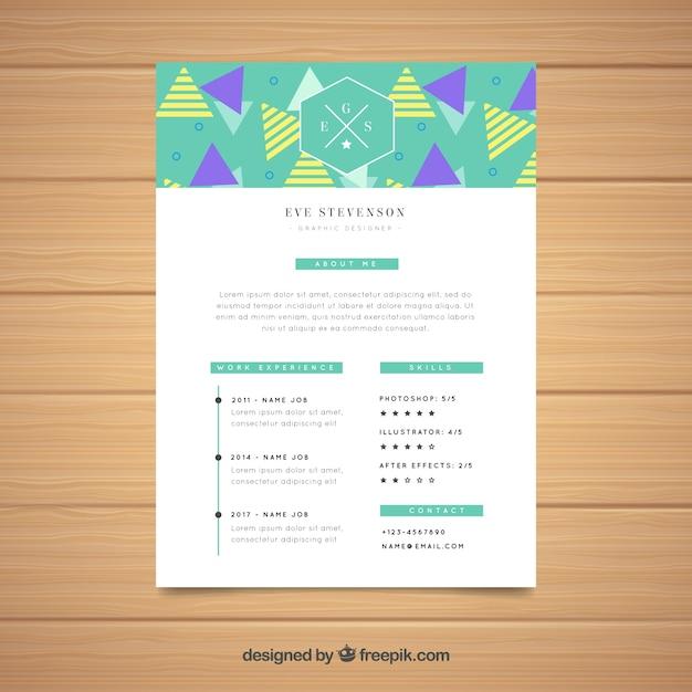 Curriculum template met driehoeken Gratis Vector