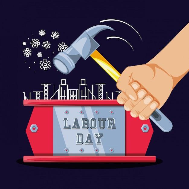 Dag van de arbeidviering en hand met hamer Premium Vector