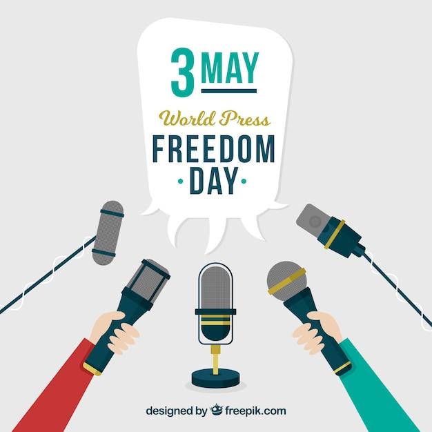 Dag van de persvrijheid achtergrond met verschillende microfoons Gratis Vector