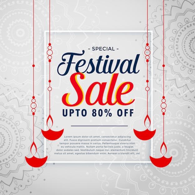 De achtergrond van de festivalverkoop met het hangen diwali diya Gratis Vector