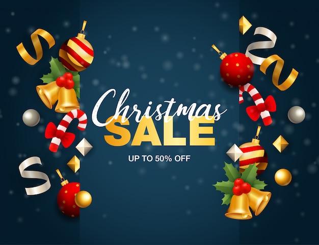 De banner van de kerstmisverkoop met linten en ballen op blauwe grond Gratis Vector