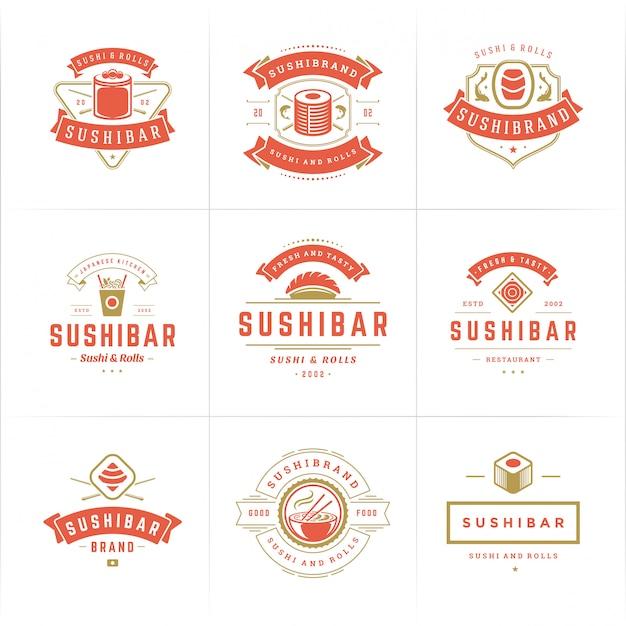 De emblemen en de kentekens van het sushirestaurant geplaatst japans voedsel met sushizalm rolt silhouettenvector Premium Vector