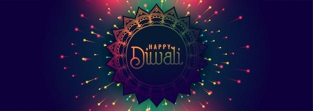 De gelukkige banner van het diwalifestival met kleurrijk vuurwerk Gratis Vector
