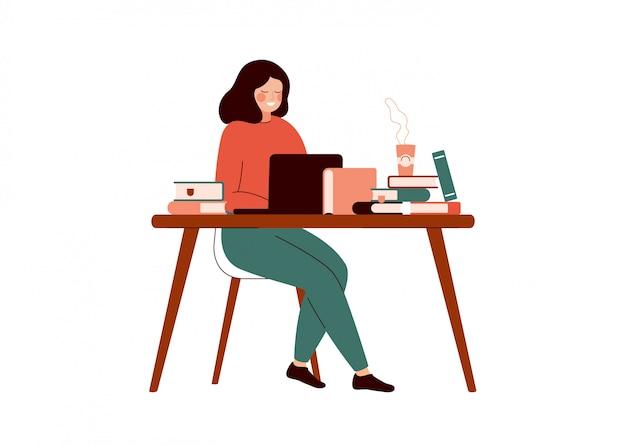 De jonge vrouw werkt bij laptop die met boeken wordt omringd. Premium Vector